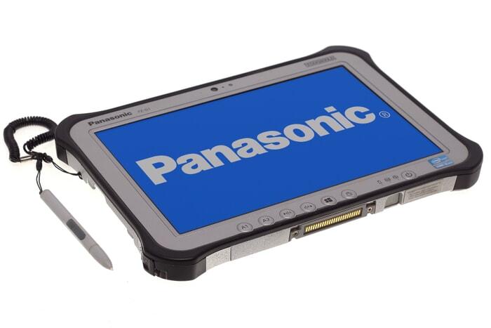 Panasonic Toughpad FZ-G1 MK3 tablet Ansicht von vorne links mit Docking Anschluss und befestigtem Touchpen